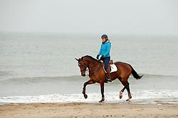 Beach training met Marcella De Kam (NED) <br /> Strand Domburg 2014<br /> © Dirk Caremans