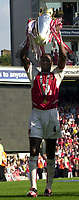 Foto: Peter Spurrier, Digitalsport<br /> NORWAY ONLY<br /> <br /> 15/05/2004  - 2003/04 Premiership Football - Arsenal v Leicester City<br /> <br /> Patrick Viera holds the trophy
