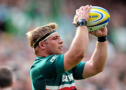 Leicester Tigers hooker Tom Youngs prepares to throw in to a lineout - Photo mandatory by-line: Patrick Khachfe/JMP - Tel: Mobile: 07966 386802 - 08/09/2013 - SPORT - RUGBY UNION - Welford Road Stadium - Leicester Tigers v Worcester Warriors - Aviva Premiership.