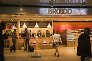 People shopping at De Brood Zaak bakers shop in the central railway station, Rotterdam, Netherlands