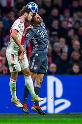 12-12-2018 NED: Champions League AFC Ajax - FC Bayern Munchen, Amsterdam<br /> Match day 6 Group E - Ajax - Bayern Munchen 3-3 / Daley Blind #17 of Ajax, Robert Lewandowski #9 of Bayern Munich