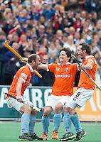 BLOEMENDAAL - Vreugde bij Teun de Nooijer, Wouter Jolie, Ronald Brouwer na de finale  van de EHL (Euro Hockey League) tussen de mannen van Bloemendaal en KHC Dragons (Belgie).  ANP KOEN SUYK