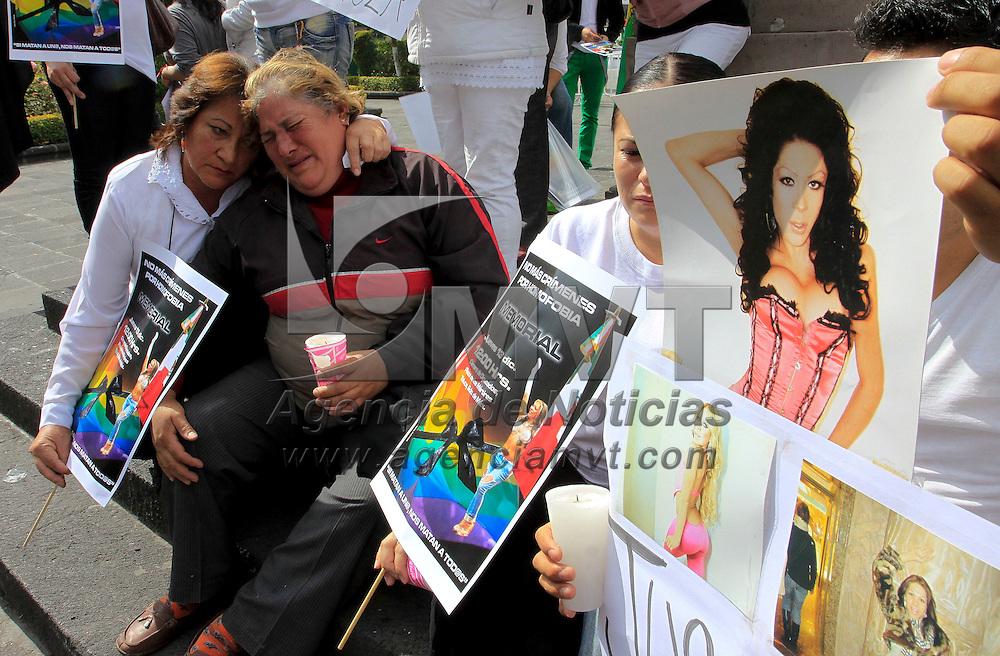Toluca, México.- Integrantes de la comunidad Lésbico, Gay, Travesti,  Transgénero, Transexual e Intersexual  se manifestaron frente a la Cámara de Diputados para exigir justicia por la muerte de una de sus compañeras conocida como Renata. Agencia MVT / Crisanta Espinosa