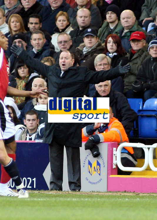 Photo: Mark Stephenson/Sportsbeat Images.<br /> West Bromwich Albion v Bristol City. Coca Cola Championship. 26/12/2007.Bristol's manager Gary johnson