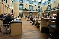 29 JUN 2012, BERLIN/GERMANY:<br /> Wolfgang Schaeuble (L), CDU, Bundesfinanzminister, waehrend seiner Rede, Bundesratsdebatte zum Fiskalpakt, zum dauerhaften Euro-Rettungsschirm ESM, zur ESM-Finanzierung und zur Aenderung des Vertrags über die Arbeitsweise der Europaeischen Union , Plenum, Bundesrat<br /> IMAGE: 20120629-02-015<br /> KEYWORDS: Fiskalpakt, dauerhafter Rettungsschirm EFSM, Fiskalvertrag, Einrichtung des Europäischen Stabilitätsmechanismus, Europäischen Stabilitätsmechanismus ESM-Finanzierungsgesetz ESMF, Stabilitaetsunion, Wolfgang Schäuble