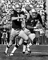 """Oakland Raiders Ken """"The Snake Stabler"""" with his tight end Raymond Chester..(photo by Ron Riesterer)"""