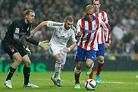 Real Madrid´s Karim Benzema (C) and Atletico de Madrid´s Oblak and Joao Miranda during Spanish King´s Cup match at Santiago Bernabeu stadium in Madrid, Spain. January 15, 2015. (ALTERPHOTOS/Victor Blanco)