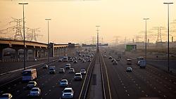 ABU DHABI -  INTER/MUNDIAL - Torcedores da Equipe do S.C. Internacional passeiam em Dubai. O S.C. Internacional participa de 8 a 18 de dezembro do Mundial de Clubes da FIFA, em Abu Dhabi. FOTO: Jefferson Bernardes/Preview.comAuto-estrada que liga as cidade de Dubai e Abu Dhabi, nos Emirados Árabes Unidos. FOTO: Jefferson Bernardes/Preview.com