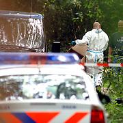 NLD/Huizen/20050906 - Verbrand lijk gevonden langs bospad Bussummerweg Huizen,