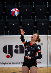 02-02-2019 NED: Regio Zwolle Volleybal - Sliedrecht Sport, Zwolle<br /> Round 16 of Eredivisie volleyball - Sliedrecht win the match 3-2 / Maureen van der Woude #8 of Zwolle