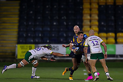 Nick David of Worcester Warriors evades the clutches of Blair Cowan of London Irish - Mandatory by-line: Nick Browning/JMP - 21/11/2020 - RUGBY - Sixways Stadium - Worcester, England - Worcester Warriors v London Irish - Gallagher Premiership Rugby