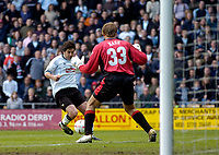 Fotball<br /> England 2004/2005<br /> Foto: SBI/Digitalsport<br /> NORWAY ONLY<br /> <br /> Derby County v Preston North End <br /> Coca Cola Championship. 08/05/2005<br /> <br /> Derby's Paul Peschisolido (L) slides the ball between Carlo Nash's legs to secure his team's 3-1 win and a place in the play-offs.