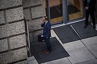 DEU, Deutschland, Germany, Berlin, 29.11.2018: Bundesaussenminister Heiko Maas (SPD) beim Rauchen einer Zigarette in einer Pause der Plenarsitzung im Deutschen Bundestag.