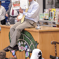 Dan Cathy, the president and chief operating officer of Chick-Fill-A reads to students at North Point Elementary School, 09/13/06.