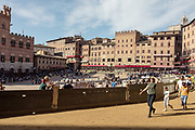 Italy, Siena, the Palio: the tufo track is again free after the trial provaccia