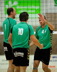27-10-2012 VOLLEYBAL: VV ALTERNO - E DIFFERENCE SSS: APELDOORN<br /> Eerste divisie A mannen - Alterno wint met 4-0 van SSS / Roy Vleeming, Berry Achterkamp, Rene van der Mark<br /> ©2012-FotoHoogendoorn.nl