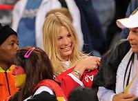 Fotball<br /> VM 2010<br /> Tyskland v England<br /> 27.06.2010<br /> Foto: Witters/Digitalsport<br /> NORWAY ONLY<br /> <br /> Sarah Brandner (Freundin von Bastian Schweinsteiger, Deutschland) zieht sich das Trikot von Frank Lampard ueber, das sie von Bastian Schweinsteiger bekommen hat<br /> Fussball WM 2010 in Suedafrika, Achtelfinale, Deutschland - England