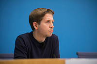 """DEU, Deutschland, Germany, Berlin, 24.11.2020: Juso-Chef Kevin Kühnert (SPD) in der Bundespressekonferenz zum Thema """"Radikalisierung und Normalisierung - Gefahr durch Antisemitismus und Corona-Leugner-Szene""""."""
