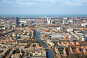 Nederland, Zuid-Holland, Den Haag, 04-03-2008; skyline van het centrum van Den Haag, gezien vanuit zuidoosten met de Noordzee en Scheveningen aan de verre horizon;  in de voorgrond de Haagvliet of Trekvliet; middenplan: Laakhavenkwartier en omgeving Hollands spoor en met rechts daarvan het stadhuis en verschillende ministeries;  ministerie, VROM, BUZA, BIZA, Justitie, Laakkwartier, Utrechtse baan, highrise, kantoorkolos, skyscrapers, wolkenkrabbers, city, verstedelijking, urbanisatie, kantoren, kantoor,.skyline from the center of The Hague, seen from southeast to the North Sea and Scheveningen at the distant horizon; in the foreground the theme park cum playground Three Vliet; middle plan: Laakhaven Quarter and to the right different Ministries and the town hall; Ministry, VROM, advice, BIZA, Justice, Laak Quarter, high rise, office colossus, skyscrapers, skyscrapers, city, urbanization, urbanization, offices, office,.   .luchtfoto (toeslag); aerial photo (additional fee required); .foto Siebe Swart / photo Siebe Swart