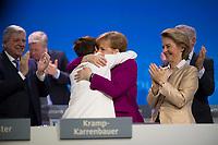 DEU, Deutschland, Germany, Berlin,26.02.2018: Bundeskanzlerin Dr. Angela Merkel (CDU) gratuliert der heute neu gewählten CDU-Generalsekretärin Annegret Kramp-Karrenbauer (CDU) auf dem Parteitag der CDU in der Station. Rechts Verteidigungsministerin Ursula von der Leyen (CDU). Die Delegierten stimmten mit großer Mehrheit für die neue Generalsekretärin und die Neuauflage der Großen Koalition (GroKo).