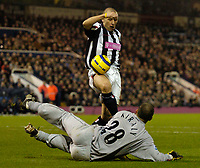 Fotball<br /> England 2004/2005<br /> Foto: SBI/Digitalsport<br /> NORWAY ONLY<br /> <br /> West Bromwich Albion v Crystal Palace<br /> Barclays Premiership. 01/02/2005.<br /> West Brom's Ronnie Wallwork (top) is denied by Gabor Kiraly