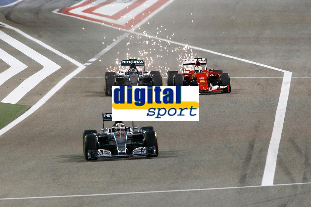 ROSBERG nico (ger) mercedes gp mgp w06 overtaking VETTEL sebastian (ger) ferrari sf15t action during 2015 Formula 1 FIA world championship, Bahrain Grand Prix, at Sakhir from April 16 to 19th. Photo Florent Gooden / DPPI