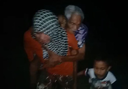 October 2, 2018 - Palu, Central Sulawesi, Indonesia - PALU, INDONESIA - SEPTEMBER 28, 2018 : People of Palu get away from their house after an earthquake and tsunami hit on September 28, 2018 in Palu, Central Sulawesi Province, Indonesia. Photos taken from the video show hundreds of people fleeing their homes 30 minutes after the massive earthquake in Palu. (Credit Image: © Sijori Images via ZUMA Wire)