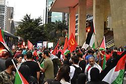 March 30, 2019 - SãO Paulo, Brazil - SÃO PAULO, SP - 30.03.2019: ATO CONTRA BOLSONARO E ISRAEL - Act against the President of the Republic Jair Bolsonaro, and against Israel, and in favor of Palestine this Saturday, (30) in Av. Paulista. (Credit Image: © Roberto Casimiro/Fotoarena via ZUMA Press)