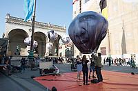 """05 JUN 2015, MUNICH/GERMANY:<br /> Die entwicklungspolitischen Lobby- und Kampagnenorganisation ONE fordert im Rahmen einer Aktion mit Riesenballons auf denen die Gesicher der G7 Regierungschefs abgebildet sind (vorne Barak Obama) """"mehr als heisse Luft"""" beim Kampf gegen extreme Armut auf dem G7 Gipfel, Odeonsplatz<br /> IMAGE: 20150605-01-079<br /> KEYWORDS: München, ONE.org, Kampagne, Politiker, Gesichter,"""