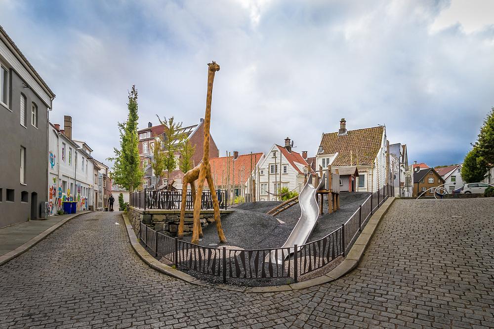 Ajaxparken ligger rett bak Aftenblad-bygget i Stavanger, like nedfor Petri-kirken på Nytorget.