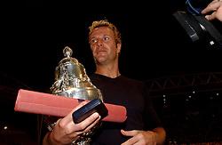 02-06-2003 NED: Huldiging bekerwinnaar FC Utrecht, Utrecht<br /> De spelers en de technische staf kregen een rondrit door de stad in een open Engelse dubbeldekker. Om 20.30 uur keert de stoet terug in Galgenwaard en zal in het stadion de officiële huldiging plaatsvinden / Harold Wapenaar