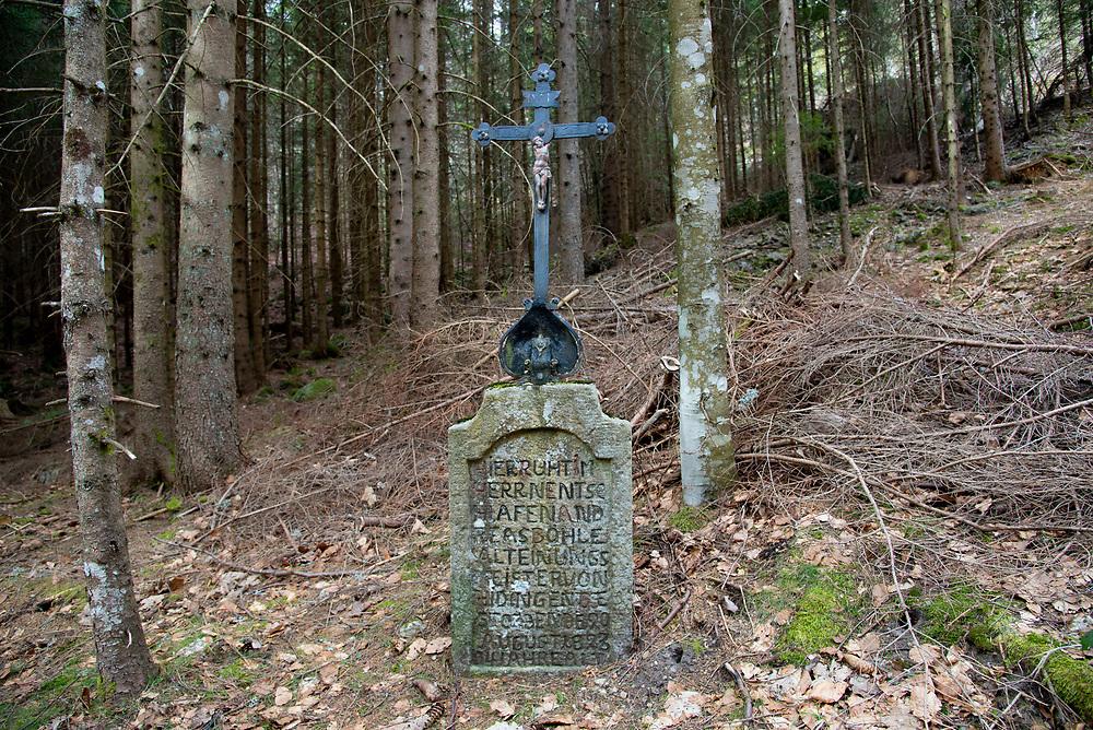 05.04.2021; Urberg (D); Kreuz auf der Verbindungsstrasse Am Katzenkopf, zwischen Urberg und Wittenschwand<br /> (Steffen Schmidt)