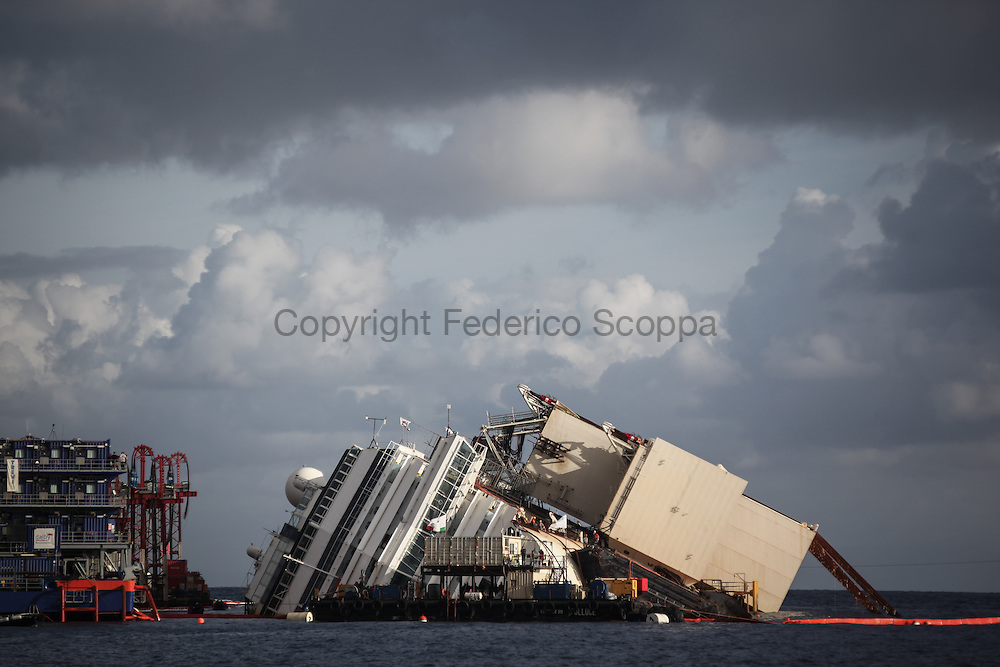 The Costa Concordia yard during the begining of the parbulking operation