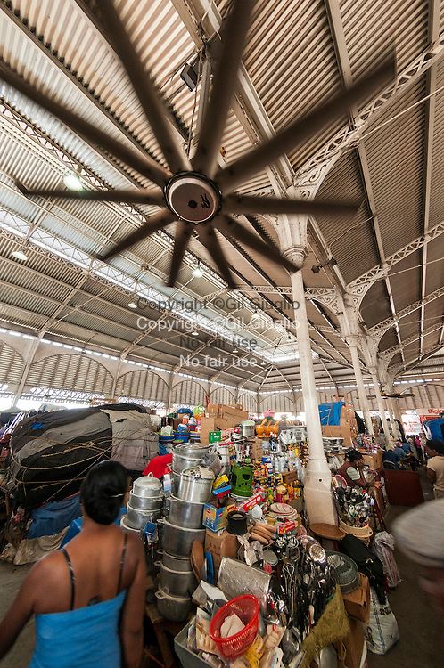 Haïti, Port-aux-Prince, Marché de Fer ou Marché Hyppolite ( ou encore Marché Vallières) // Haiti, Port au Prince, Steel market or Hyppolite Market or Vallières Market