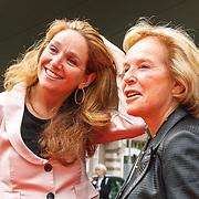 NLD/Amsterdam/20150522 - Prinses Beatrix opent Art Zuid 2015, Nina Brink en haar dochter Karin
