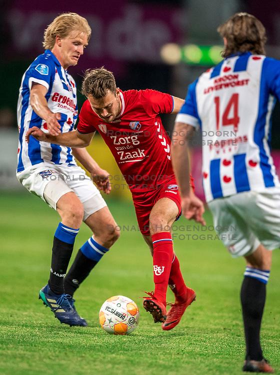 12-05-2018 NED: FC Utrecht - Heerenveen, Utrecht<br /> FC Utrecht win second match play off with 2-1 against Heerenveen and goes to the final play off / (L-R) Morten Thorsby #8 of SC Heerenveen, Sander van der Streek #22 of FC Utrecht