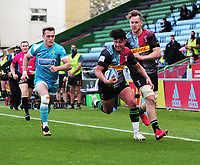 Rugby Union - 2020 / 2021 Gallagher Premiership - Round 16 - Harlequins vs Worcester Warriors - The Stoop<br /> <br /> Marcus Smith of Quins with — in support evades Jamie Shillcock of Worcester<br /> <br /> Credit : COLORSPORT/ANDREW COWIE