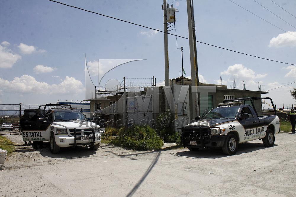TOLUCA, México.- La Agencia de Seguridad Estatal (ASE) detuvo a 7 personas  involucradas en el robo de un camión que transportaba cobre y bronce,  elementos de esta corporación mantienen  bajo resguardo una bodega que se encuentra en Tlachaloya II Sección en donde se almacenaba el producto robado. Agencia MVT / Crisanta Espinosa. (DIGITAL)