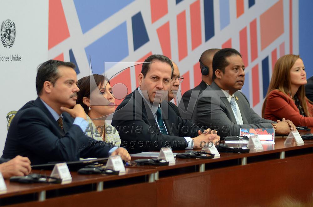 TOLUCA, México ( Abril 20, 2016).- Eruviel Ávila Villegas, Gobernador del Estado de México, acompañado de la secretaria de Desarrollo Agrario, Territorial y Urbano,  Rosario Robles Berlanga, clausuró la Reunión Regional de América Latina y El Caribe rumbo a la Conferencia Hábitat III. Agencia MVT / José Hernández.