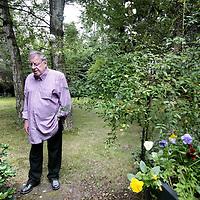 Belgie, Zutendaal, 4 juli 2009. .Jeroen Godfried Maria Brouwers  Jeroen Brouwers(Batavia, 30 april 1940) is een Nederlands journalist, schrijver en essayist.Gefotografeerd thuis in Zutendaal. Writer Jeroen Brouwers at home in Zutendaal, Belgium.