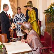 LUX/Luxemburg/20180523 - Staatsbezoek Luxemburg dag 1, Groothertogin Maria Teresa tekent het gastenboek