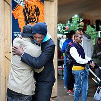 """Nederland, Amsterdam , 28 augustus 2011..Het laatste weekend van Zomer in de Tolhuistuin staat in het teken van Afrika. We laten een beeld zien van het Afrika van nu, zonder te vervallen in clichés. De focus ligt op 'Afropolitans': een nieuwe generatie wereldburgers, opgegroeid in Europa maar artistiek geworteld in Afrika. Hun muziek enlifestyleis een versmelting van de westerse wereld met invloeden uit Afrika en de Afrikaanse diaspora. Rechtstreeks uit de sixties platenbak van pa en ma of opgedolven van internet uit het Afrika van nu. De mix zit 'm in gemengde genen maar vooral in de rijkdom aan invloeden van die werelden: Amsterdams accent, Afrikaans ethos, academisch succes, vintage London fashion stijl en galgenhumor van Oma. Afropolitans vermijden categorieën als zwart, wit of gemixt. Ze definiëren zichzelf liever met wat ze doen, behoren tot verschillende werelden, hebben niet een maar verschillende identiteiten. Ze vinden zichzelf steeds opnieuw uit door middel van muziek, multidisciplinaire kunst, literatuur en eigen netwerken wereldwijd..De line-up van Doin' it in the park is een afspiegeling van de variatie aan Afropolitans. Hoofdact isCongolees/Belgische rapper en Afripolitan pur sangBaloji met zijn Orchestre de la Katuba. Geboren in Congo en opgegroeid in België omschrijft hij zichzelf als een 'Afropean'.""""Over there, I don't feel totally Congolese and here, I don't feel particularly Belgian..A musical festival weekend in Amsterdam: """"AfroPolitans, a new generation of global citizens, educated in Europe but artistically rooted in Africa. Their music and lifestyle is a fusion of the western world with influences from Africa and the African Diaspora..Musicien/rapper Baloji greeting a friend."""