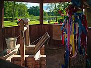 Mała studzienka znajdująca się obok kaplicy. W powszechnym przekonaniu pielgrzymów woda z tej studni ma właściwości uzdrawiające. Od niej wzięła nazwę miejscowość Studzieniczna, a także pobliskie Jezioro Studzieniczne.