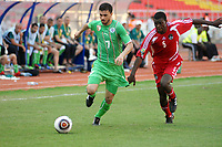 FOOTBALL - AFRICAN NATIONS CUP 2010 - GROUP A - MALAWI v ALGERIA - 11/01/2010 - PHOTO MOHAMED KADRI / DPPI - RAFIK HALLICHE (ALG) / JAMES SANGALA (MAL)