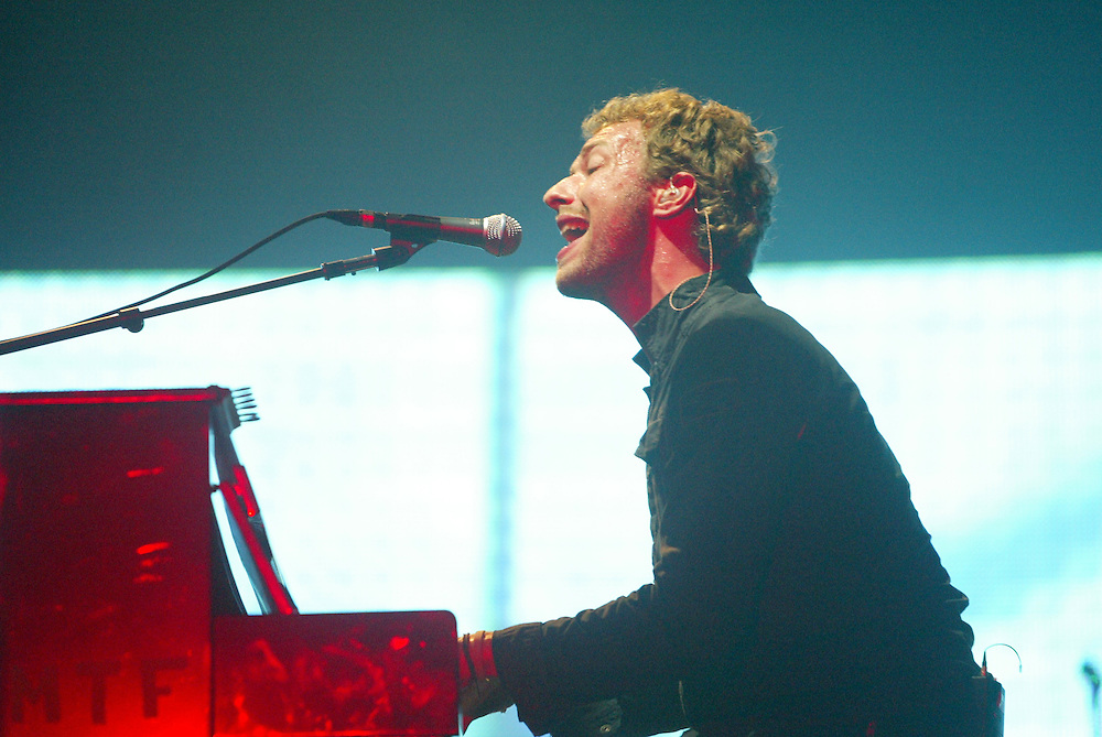 Chris Martin lead singer for Coldplay live at Austin City Limits 2005