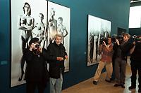 """30 OCT 2000, BERLIN/GERMANY:<br /> June Newton und Helmut Newton, Fotograf, stellen sich fuer ein Foto vor Newtons Bild """"Sie kommen"""", June Newton macht ein Bild von den Fotografen und Kameraleuten, Pressekonferenz zur Eroeffung der Ausstellung """"Helmut Newton: WORK"""", Neue Nationalgalerie<br /> IMAGE: 20001030-01/01-08"""