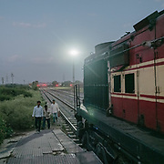 Life on the Palace on Wheels, a vintage luxury train crossing Rajahstan province.