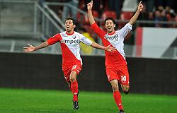 22-01-2012 VOETBAL: FC UTRECHT - PSV: UTRECHT<br /> Utrecht speelt gelijk tegen PSV 1-1 / Stefano Lilipaly scoort de 1-0 en viert dit met Mark van der Maarel<br /> ©2012-FotoHoogendoorn.nl