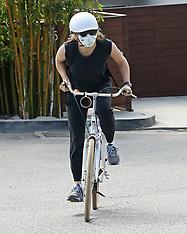 Jennifer Garner and her son go for a bike ride with masks on - 5 April 2020