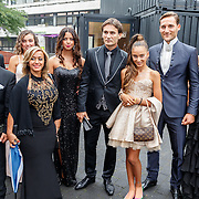 NLD/Hilversum/20150831 - Voetbalgala 2015, Nemanja Gudelj (tweede van rechts), winnaar van de Zilveren Schoen, met zijn gehele familie.